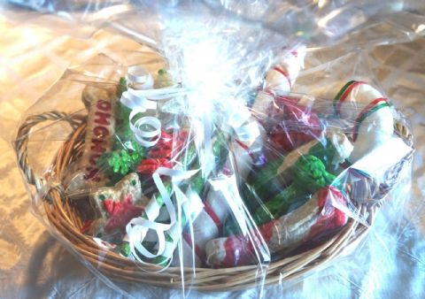 DOG CHEW CHRISTMAS GIFT BASKET FILLED WITH FESTIVE DOG CHEWS AND GIFT WRAPPED